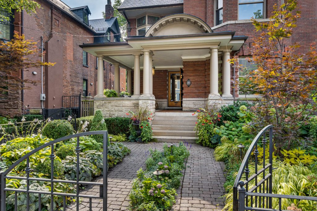 20 Admiral Rd Toronto, ON M5R 2L5 – Front Walkway