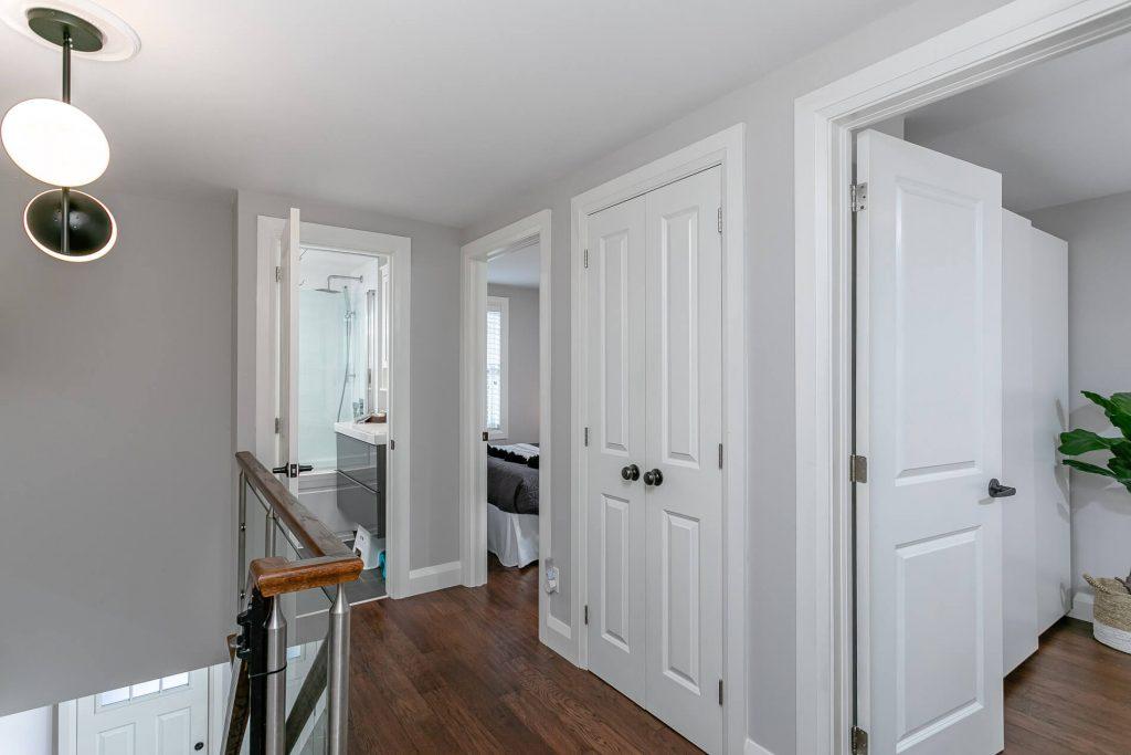 719 Willard Ave Toronto, ON 719 Willard Ave Toronto, ON M6S 3S8 – 2nd Floor Hallway