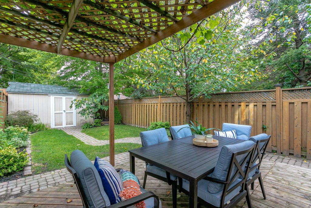 719 Willard Ave Toronto, ON 719 Willard Ave Toronto, ON M6S 3S8 – Back Patio Seating