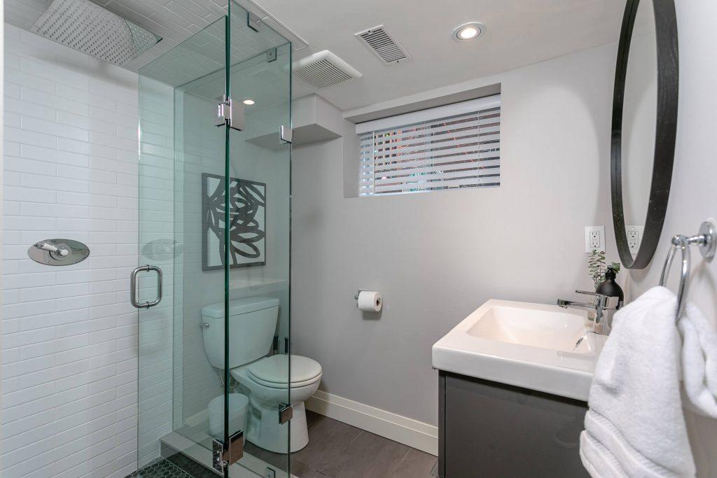 719 Willard Ave Toronto, ON 719 Willard Ave Toronto, ON M6S 3S8 – Basement Bathroom