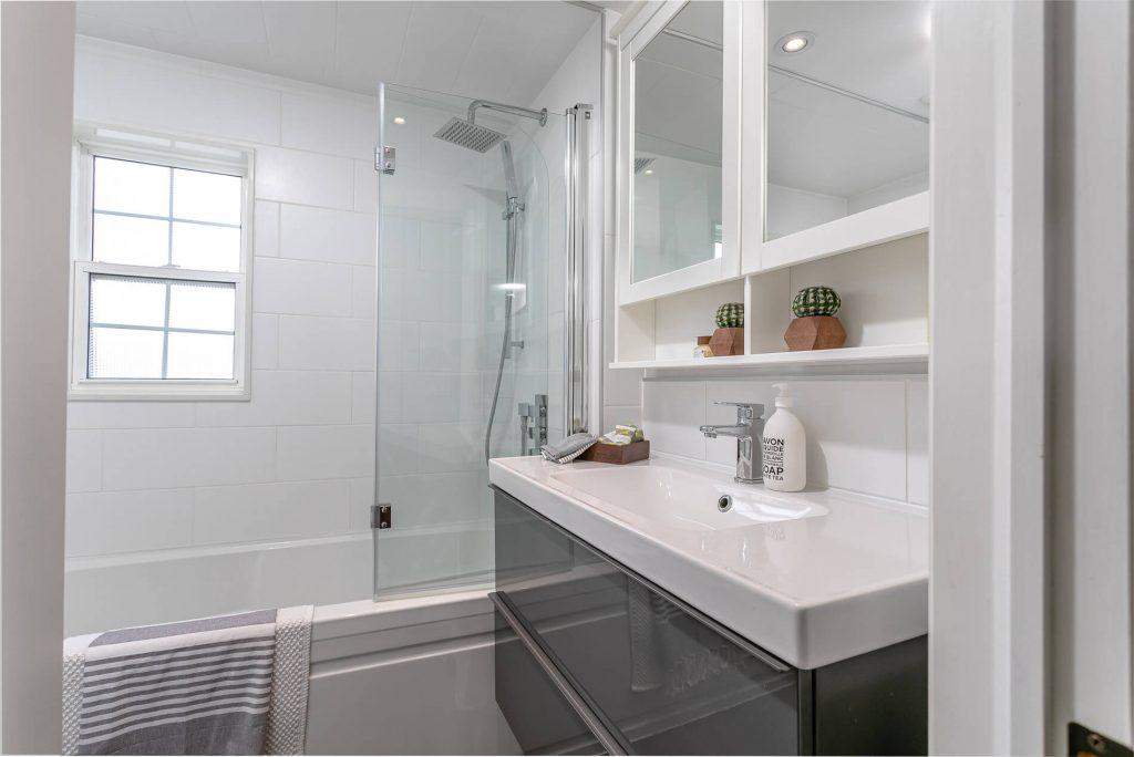 719 Willard Ave Toronto, ON 719 Willard Ave Toronto, ON M6S 3S8 – Bathroom
