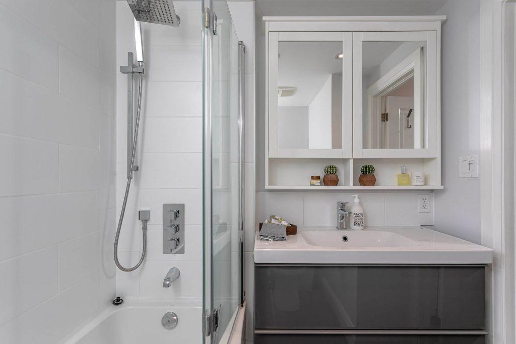 719 Willard Ave Toronto, ON 719 Willard Ave Toronto, ON M6S 3S8 – Bathroom 2
