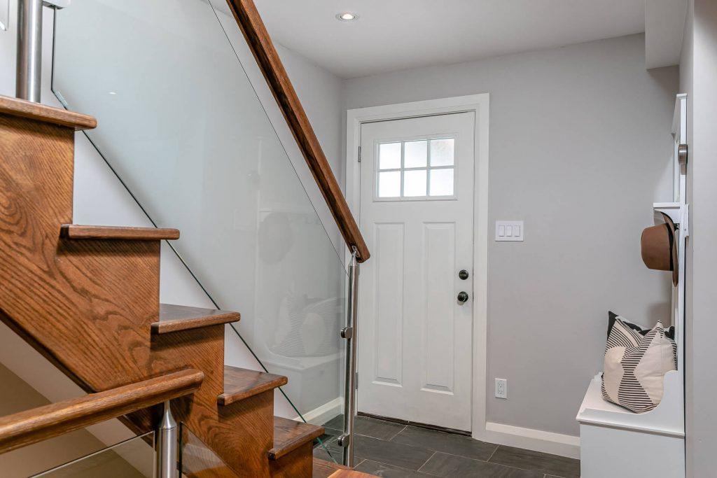 719 Willard Ave Toronto, ON 719 Willard Ave Toronto, ON M6S 3S8 – Entryway