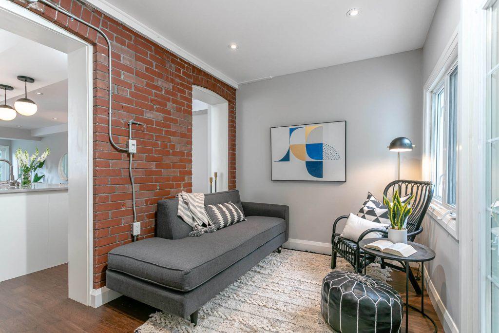 719 Willard Ave Toronto, ON 719 Willard Ave Toronto, ON M6S 3S8 – Family Room