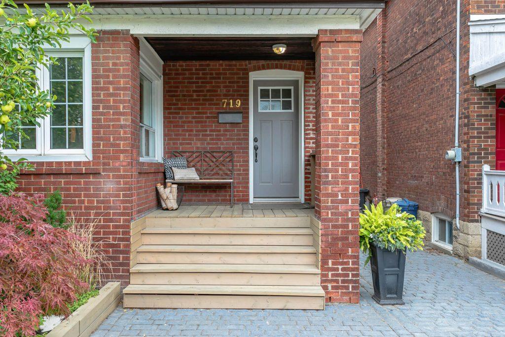 719 Willard Ave Toronto, ON 719 Willard Ave Toronto, ON M6S 3S8 – Front Porch