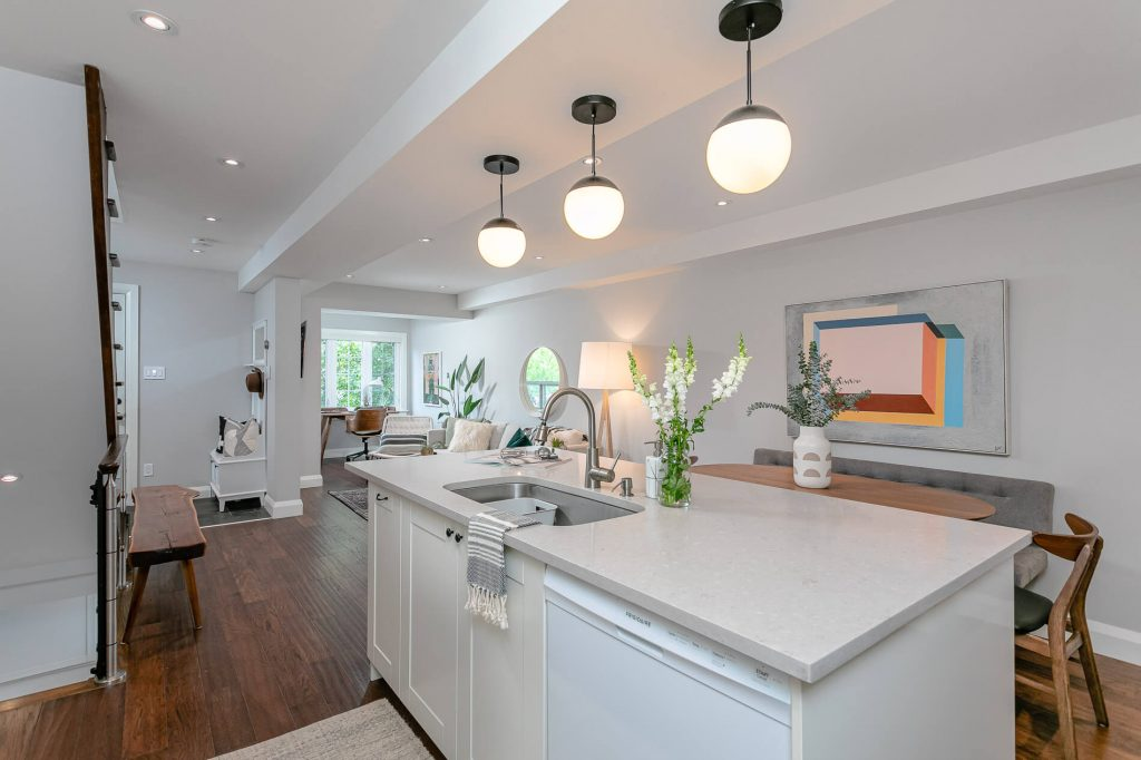 719 Willard Ave Toronto, ON 719 Willard Ave Toronto, ON M6S 3S8 – Kitchen