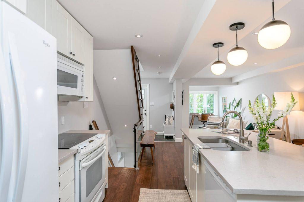 719 Willard Ave Toronto, ON 719 Willard Ave Toronto, ON M6S 3S8 – Kitchen 2