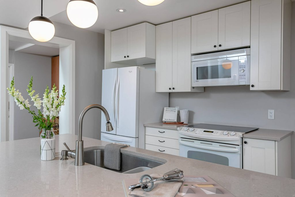 719 Willard Ave Toronto, ON 719 Willard Ave Toronto, ON M6S 3S8 – Kitchen 3