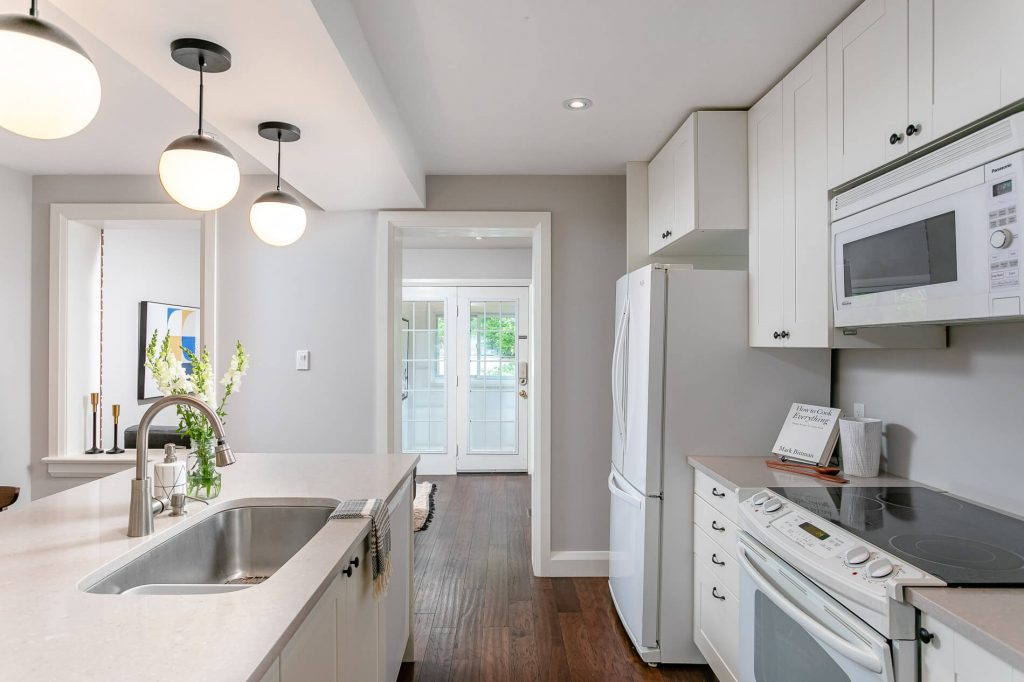 719 Willard Ave Toronto, ON 719 Willard Ave Toronto, ON M6S 3S8 – Kitchen 4