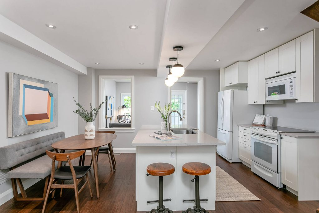719 Willard Ave Toronto, ON 719 Willard Ave Toronto, ON M6S 3S8 – Kitchen and Dining