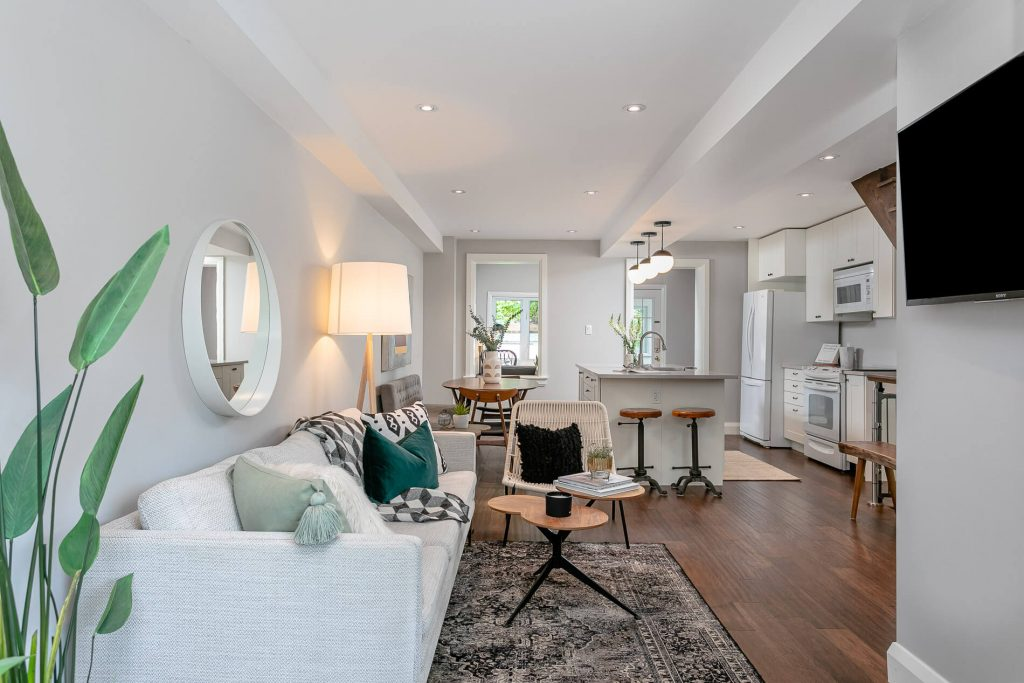 719 Willard Ave Toronto, ON 719 Willard Ave Toronto, ON M6S 3S8 – Living Room 2