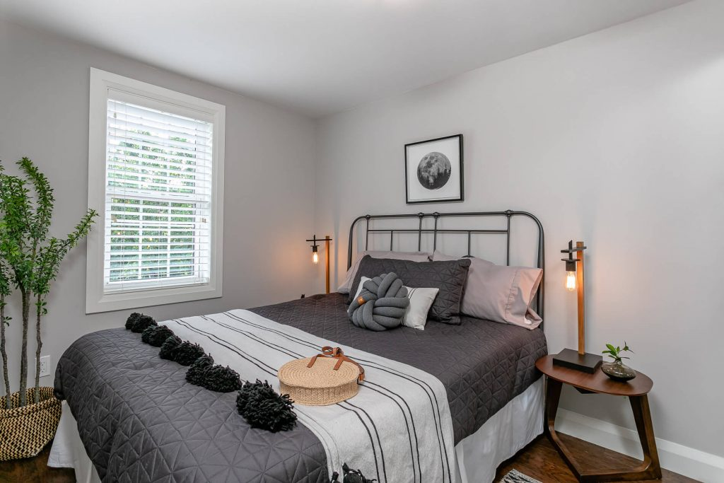 719 Willard Ave Toronto, ON 719 Willard Ave Toronto, ON M6S 3S8 – Master Bedroom