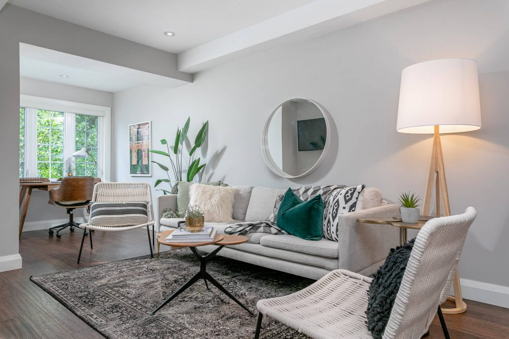 719 Willard Ave Toronto, ON 719 Willard Ave Toronto, ON M6S 3S8 – Seating Area