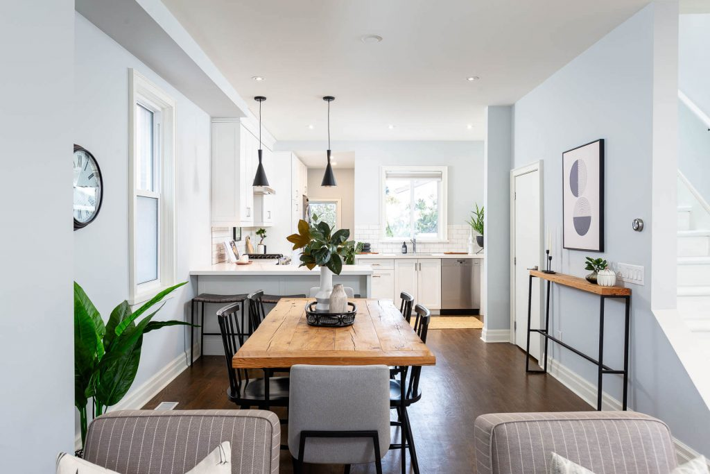 1 1-2 Montrose Ave Toronto ON M6J 2T7 – Dining Area to Kitchen