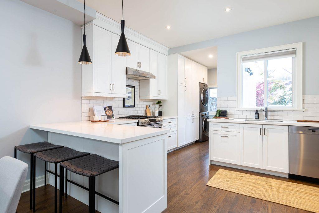 1 1-2 Montrose Ave Toronto ON M6J 2T7 – Kitchen